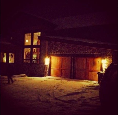 Chalet Val d'Isere: Chalet at night with fresh snow...