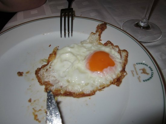 Curral dos caprinos: Fried eggs from truly free-ranging hens