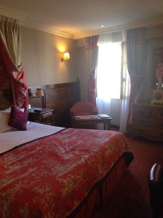Au Manoir Saint Germain De Pres: Bedroom/Living area