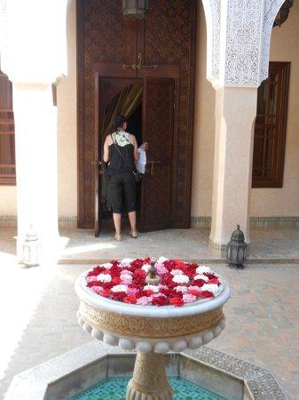 Riad Kniza: Courtyard distribuindo os quartos