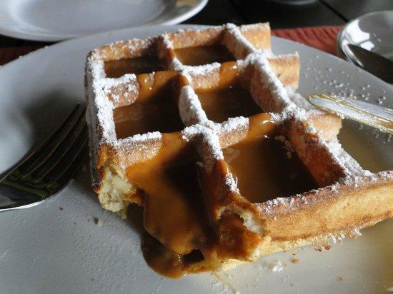 L'Auberge : Waffle com doce de leite