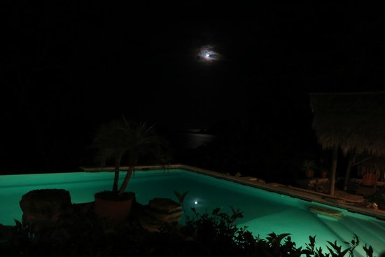 Morgan's Rock Hacienda and Ecolodge: Morgan's Rock Pool at Night