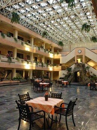 Fiesta Tijuana Hotel: patio interno fumatori