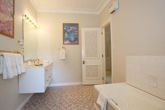 Havelock House : Hastings suite ensuite bathroom