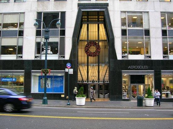 Chrysler Building: Ingresso sulla 42a strada