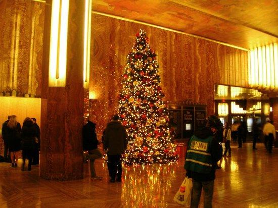 Chrysler Building: Albero di Natale nella lobby