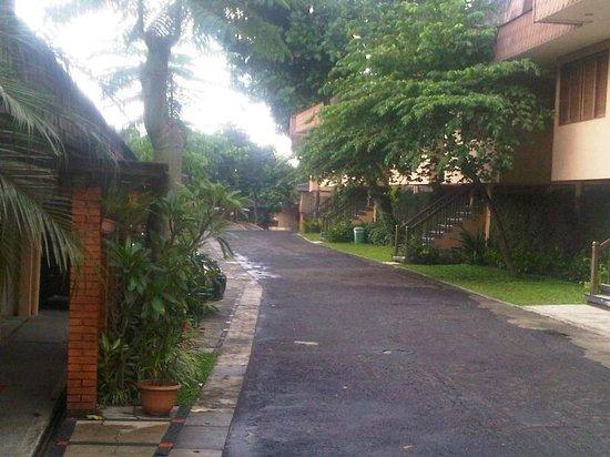 Cipaku Indah Hotel: Asrinya jalan diselitar hotel