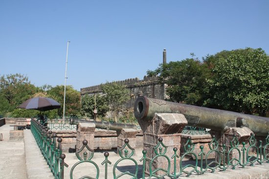 Uperkot Fort: Cannons