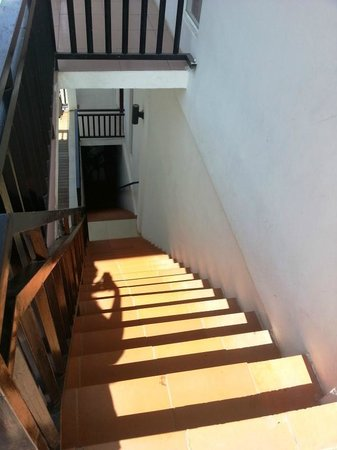 Suite Home Boutique Hotel: very steep stairs leading to the rooms
