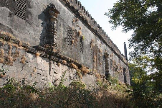 Uperkot Fort: Old palace walls