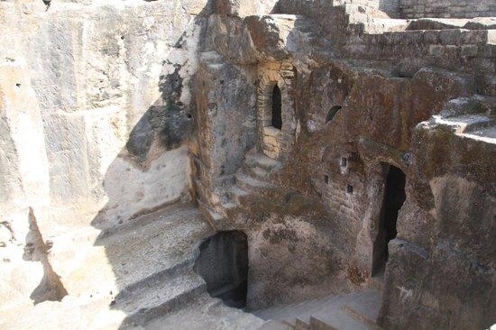 Uperkot Fort: Buddhist caves