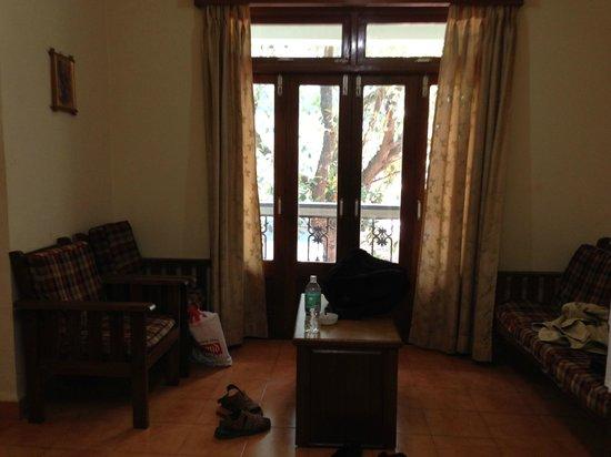 Osborne Resort Goa: Hall of the room