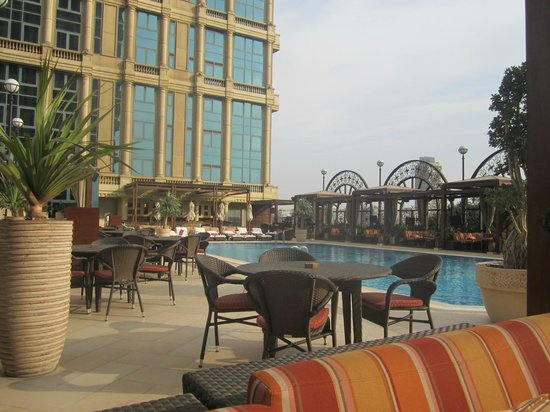 Four Seasons Hotel Cairo at the First Residence: Pool area - great lunch at Aura