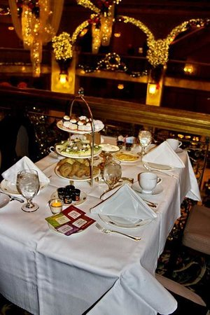 The Brown Palace Hotel and Spa, Autograph Collection: Tea time on the mezzanine