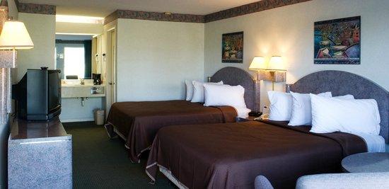 Florence Inns & Suites : Double Queen Room