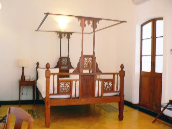 Palais de Mahe : Four poster bed