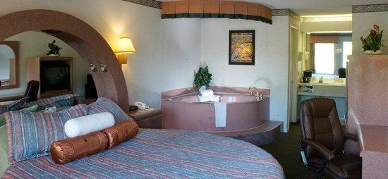 Florence Inns & Suites: Honeymoon Suite