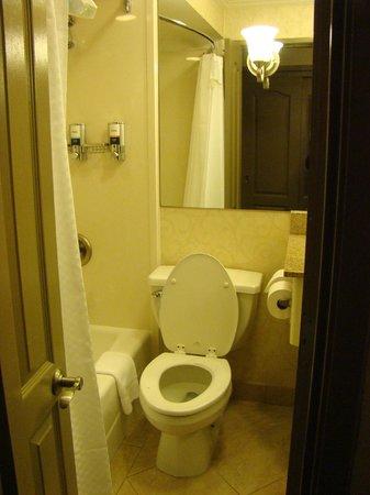 Four Points By Sheraton French Quarter: Toilet