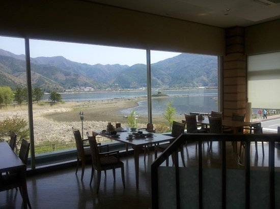 Lake Land Hotel Mizunosato: From the breakfast room, view of Lake Kawaguchiko