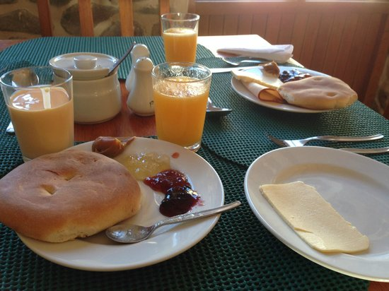 SAUCE Hostal: Breakfast