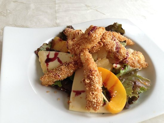 Orishas Cafe Restaurant: Quinoa crusted chicken