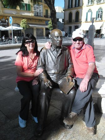 Malaga Bike Tours by Kay Farrell: Snuggling up to Picasso