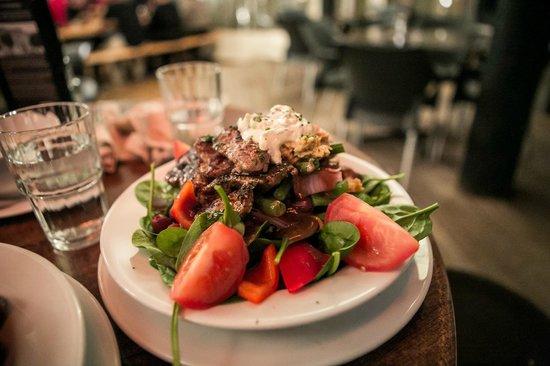 Pig and Whistle Historic Pub : Lamb Salad