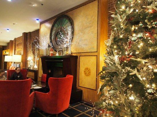 Argonaut Hotel, A Noble House Hotel: Lobby at Christmas