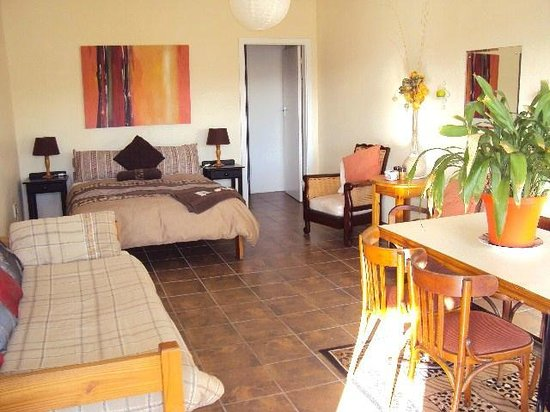 The Tweni Waterfront Guest Lodge: self catering