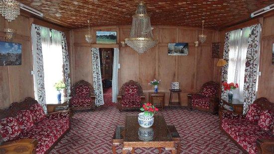 Sikandra Palace Group of Houseboats: Main hall