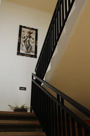 Tanah Semujan Ubud : Staircase up to rooms.