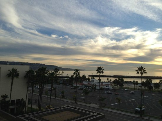 Crowne Plaza Redondo Beach & Marina : View from my room about 1/2 hour before sunset, taken with an iPhone and untouched.