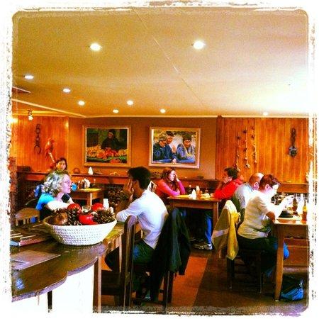 Rustika Restaurant: en pleno almuerzo todos feliz !!!
