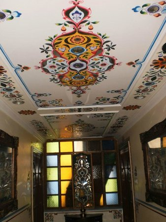 Sunder Palace Guest House: Hand painted Ceiling