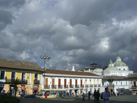 Casa Gangotena: Square in front of the hotel, historic and beautiful