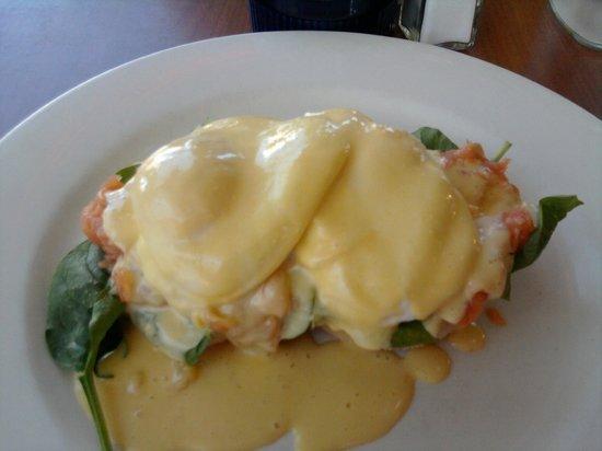 Moxies Cafe : Eggs Benedict