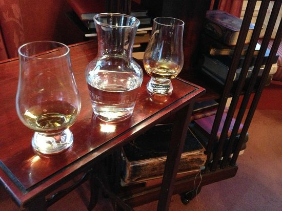 Kinloch Lodge: Check out some old books in the lounge while enjoying some whisky