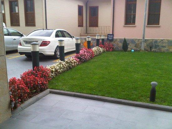 Hilton Garden Inn Istanbul Golden Horn Turkey: Front entrance