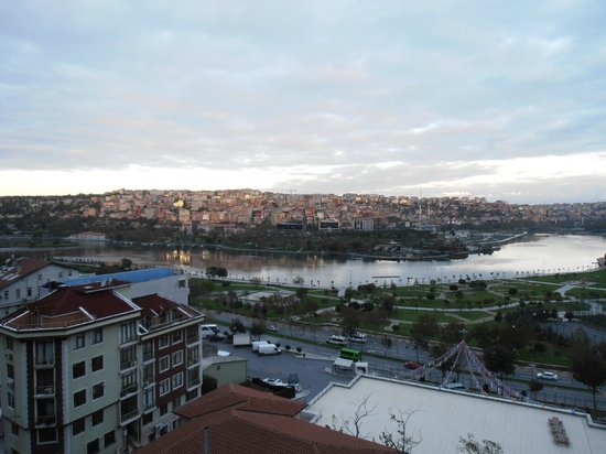 Hilton Garden Inn Istanbul Golden Horn Turkey: The view
