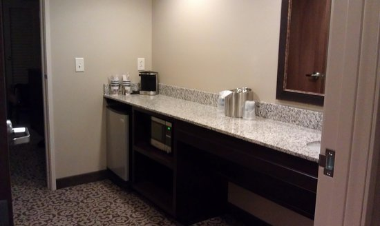 BEST WESTERN PLUS Intercourse Village Inn & Suites : Fridge, Microwave, Coffee Maker and Sink