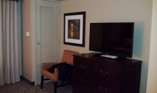 Best Western Plus Intercourse Village Inn & Suites : Bedroom with TV