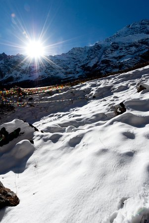 Yubeng Village: heavvy snow covering the path