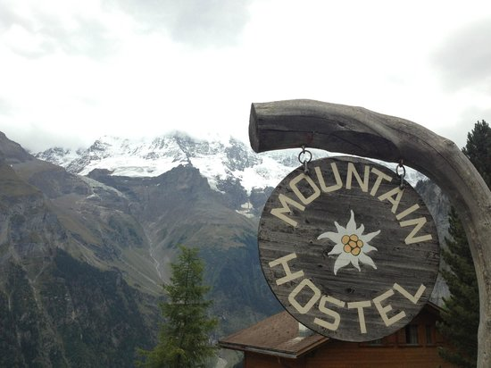 Mountain Hostel: Sign & view