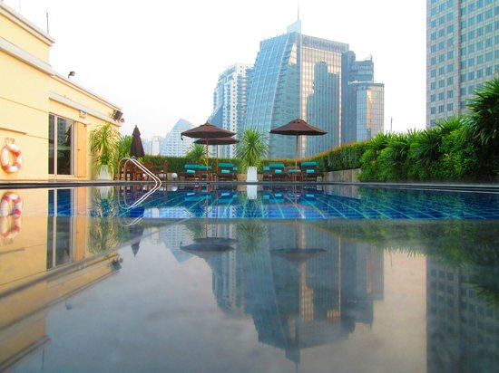 Park Plaza Sukhumvit Bangkok: 15th floor pool