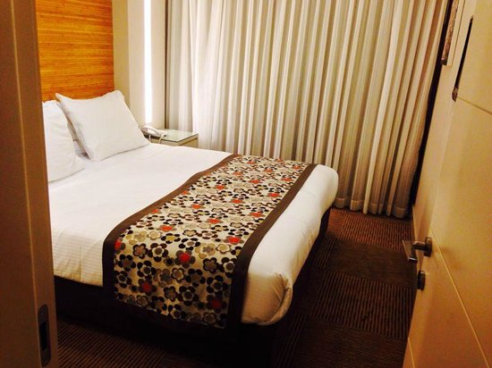 Ramada Hotel and Suites Netanya: the bed