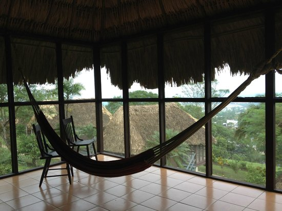 Cahal Pech Village Resort : Screened porch