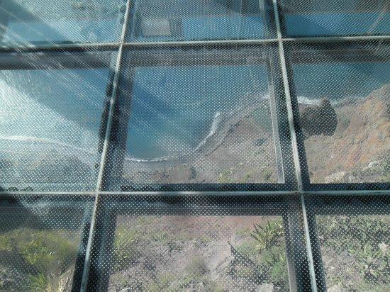 Daniel Madeira Taxis : Cliff High Glass Floor