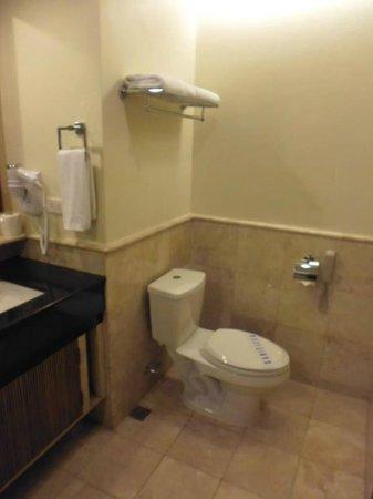 Henann Garden Resort: Bathroom