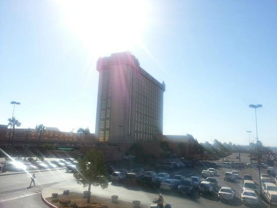Boulder Station Hotel and Casino: Calm, warm, mid-Nevember day - Boulder Station Casino Hotel