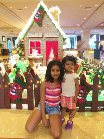 Kempinski Hotel Ajman: christmas decor at lobby